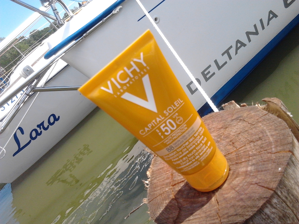 VIchy capital soleil dry touch tinted fluid